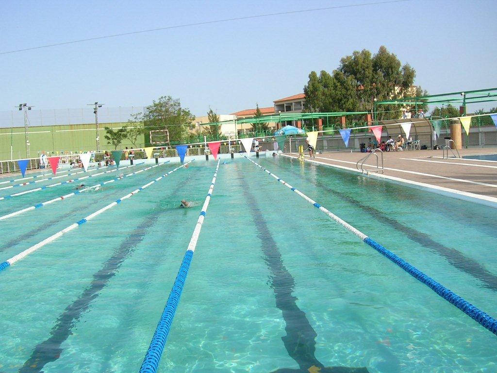 8 piscinas exteriores instalaciones deportivas jjaa for Piscinas exteriores